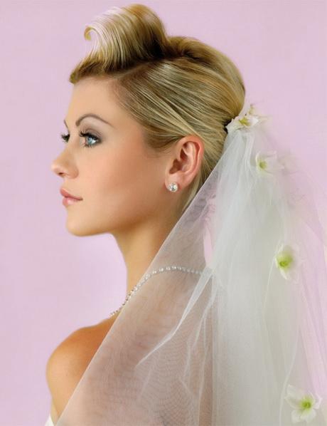 Brautfrisur kurze haare diadem und schleier