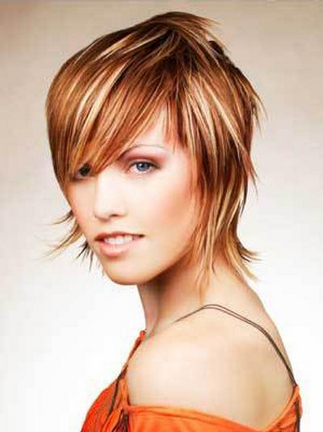Moderne frisuren f r mittellanges haar for Moderne frisuren 2015