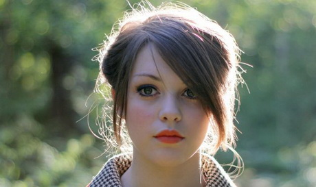 Frisuren frauen glatte haare for Schulterlange frisuren frauen