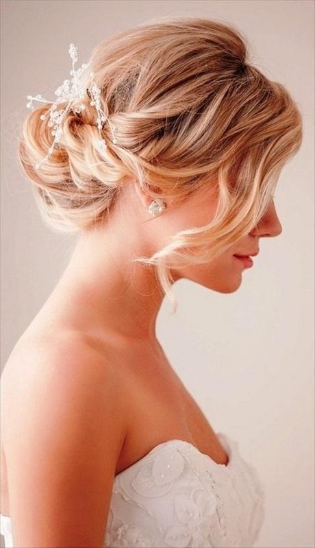 Brautfrisur Mittellanges Haar Perlen